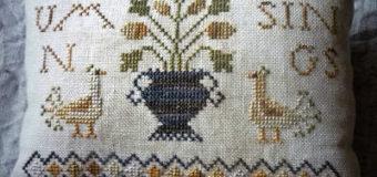 Vyšívaný polštář s podzimním motivem